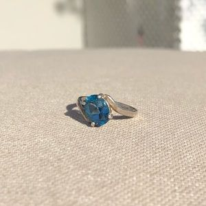 Jewelry - Gorgeous London blue topaz ring